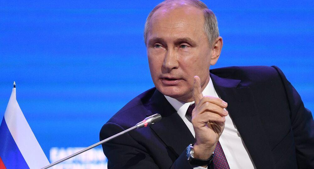 Presidente russo Vladimir Putin durante sessão plenária do Fórum Econômico Oriental, 7 de setembro