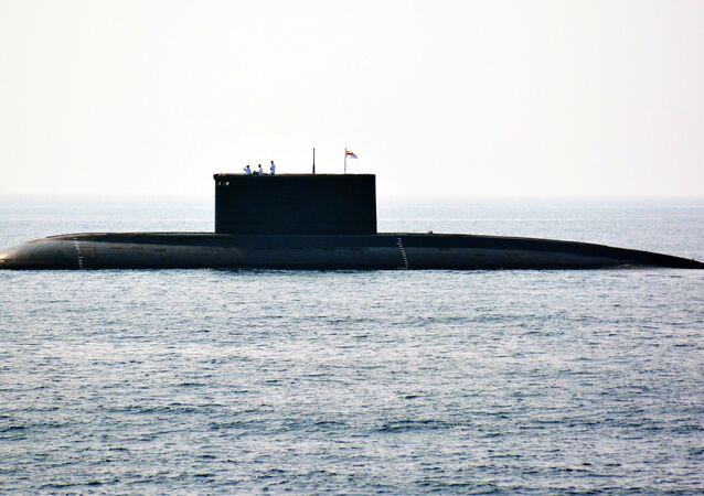 Submarino índio durante o Exame da Frota Internacional em 6 de fevereiro de 2016