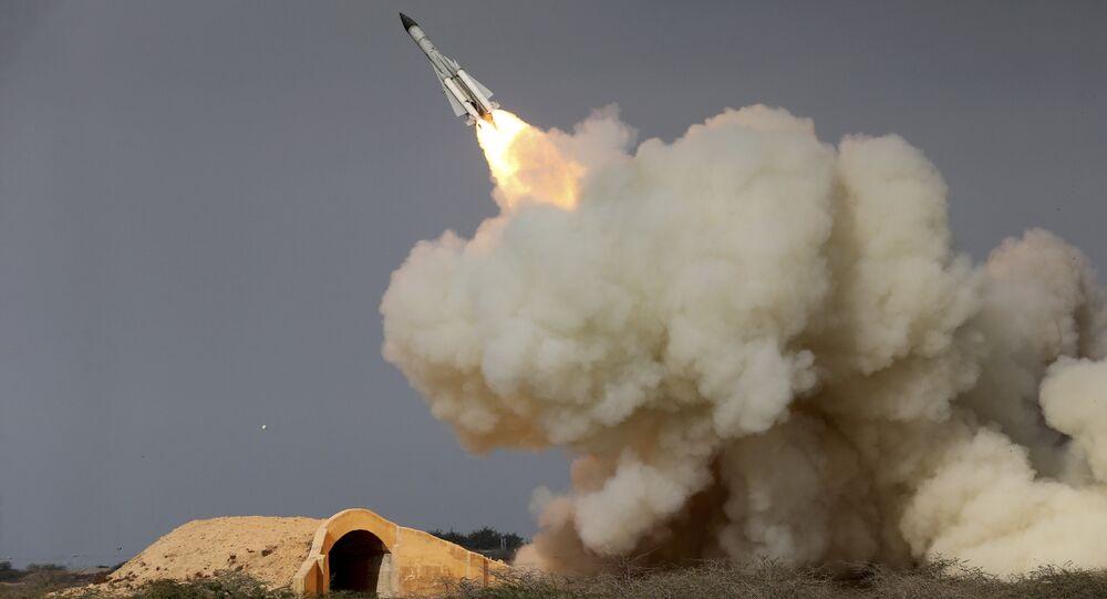 Lançamento de um míssil balístico pelo Irã