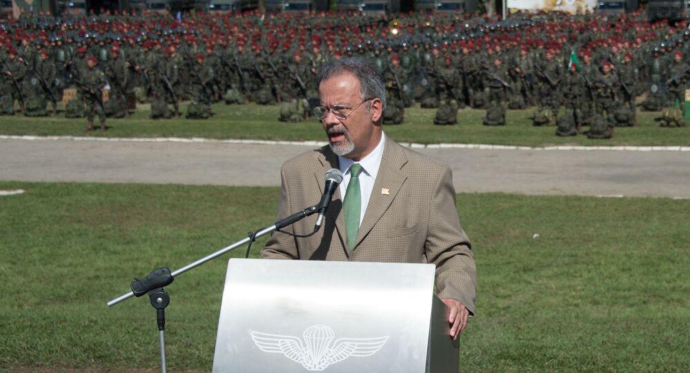 Ministro da Defesa do Brasil, Raul Jungmann, em discurso para 2.400 militares mobilizados para atuar nos Jogos Olímpicos de 2016, no Rio de Janeiro