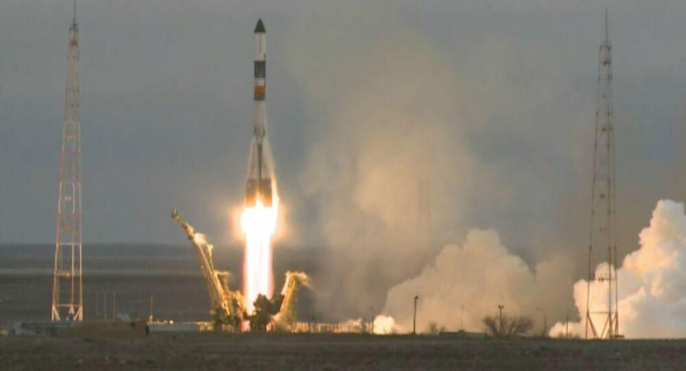 Lançamento da nave Progress M-26M em direção à Estação Espacial Internacional