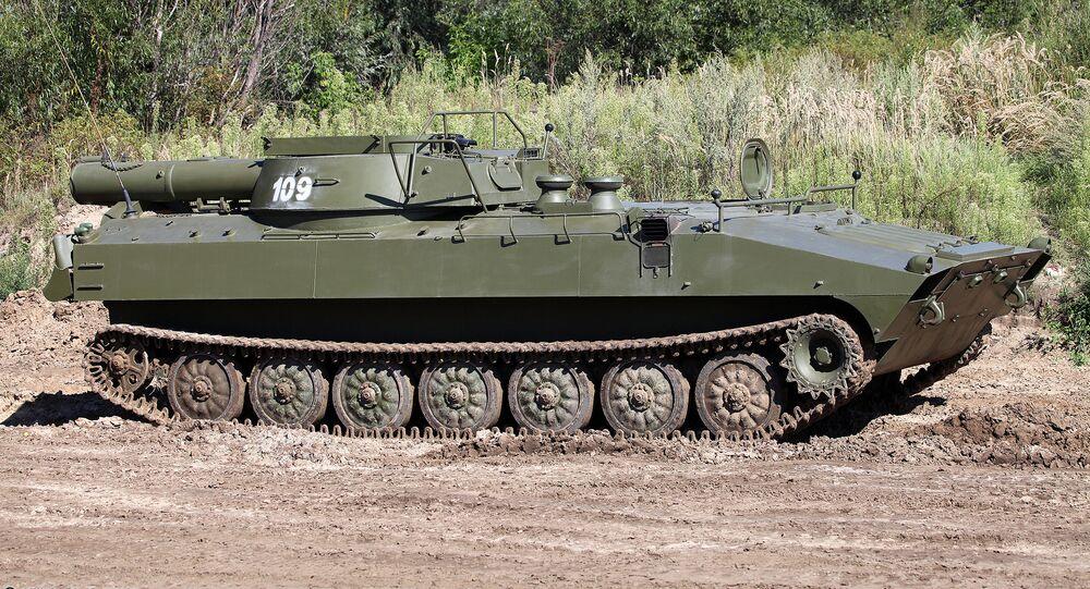 O veículo de desminagem russo UR-77 Meteorit