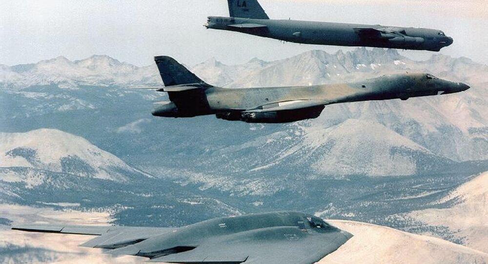 Bombardeiros B-2 Spirit, B-1B e B-52 sobrevoando Afeganistão (foto do arquivo)