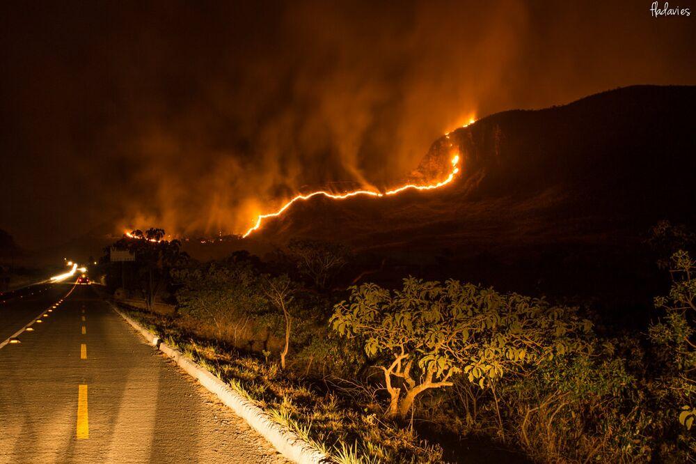 Fogo atinge Parque Nacional da Chapada dos Veadeiros, em Goiás