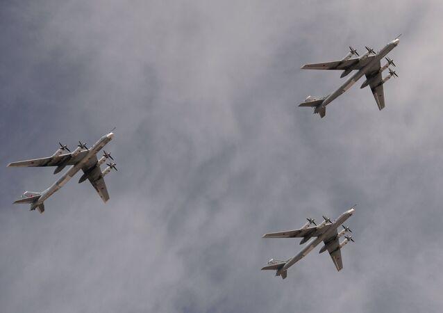 Caças bombardeiros, inclusivo Tu-95