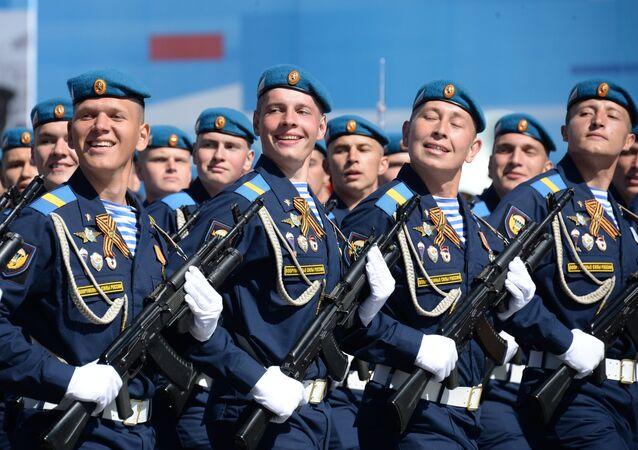 Os cadetes das Tropas Aerotransportadas