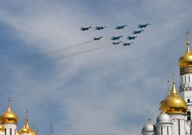 Caças Su-27