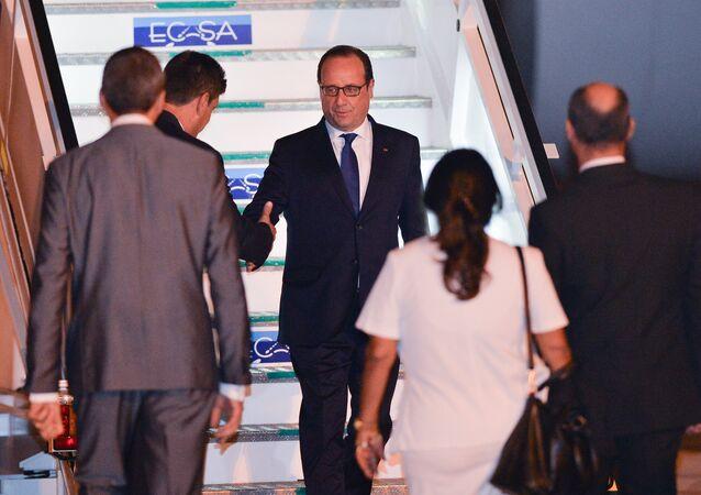 François Hollande chega a Havana, no domingo, 10.