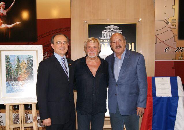 Valdir Steglich, presidente da Escola Bolshoi Brasil, Vladimir Vasiliev, coreógrafo que implantou a instituição, e o senador Luiz Henrique Silveira.