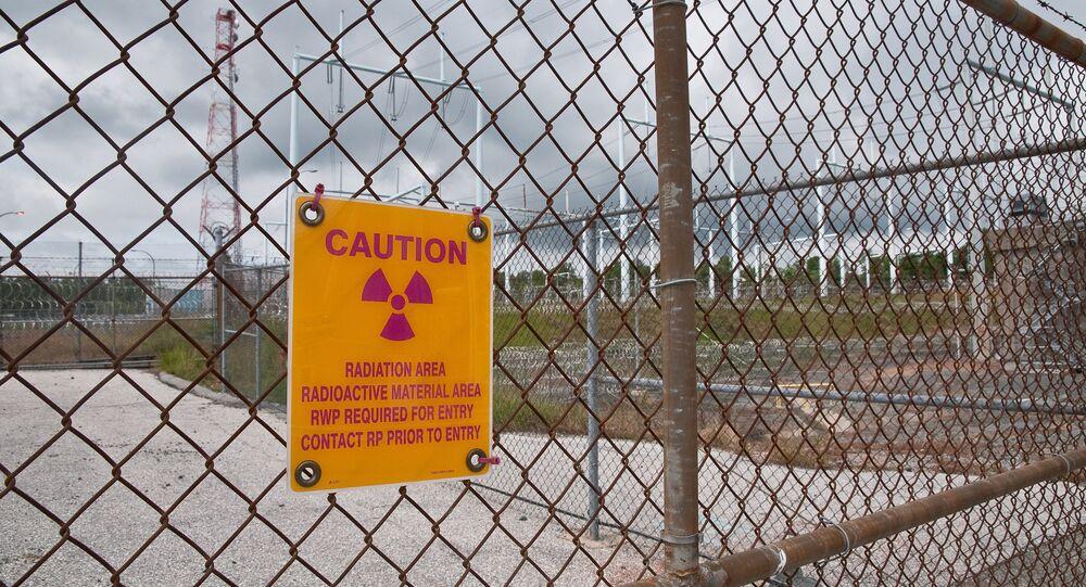 Sinal que avisa sobre a zona de exclusão por contaminação radioativa