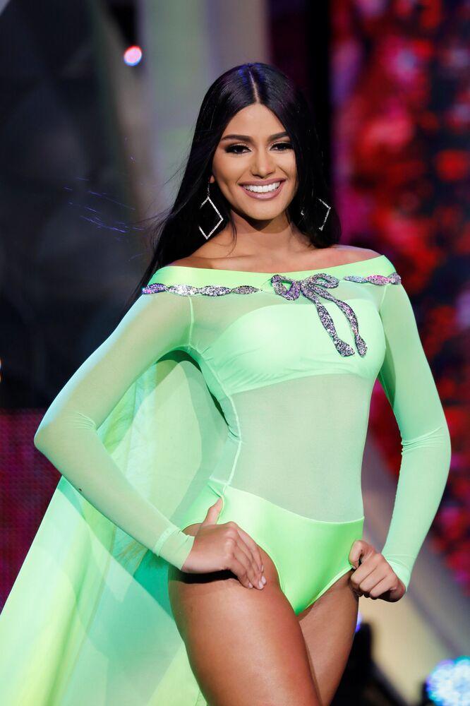 Miss estado de Delta Amacuro, Sthefany Gutierrez, no desfile de maiô do concurso Miss Venezuela 2017 em Caracas, em 9 de novembro de 2017