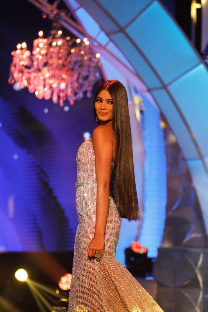 Miss estado de Delta Amacuro, Sthefany Gutierrez, em vestido de cocktail no concurso Miss Venezuela 2017 em Caracas, em 9 de novembro de 2017