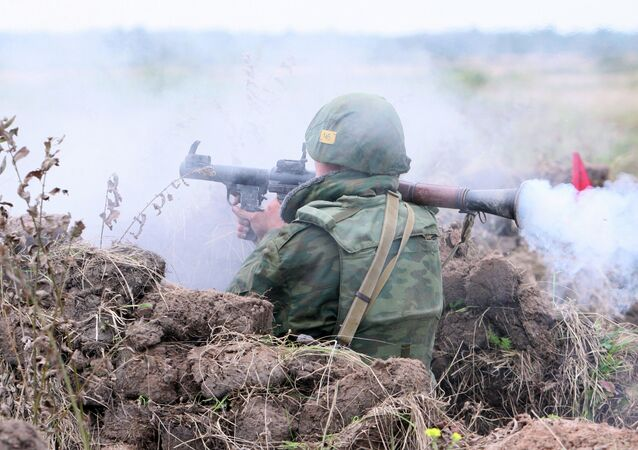 Um soldado dispara desde lança-foguete (imagem ilustrativa)
