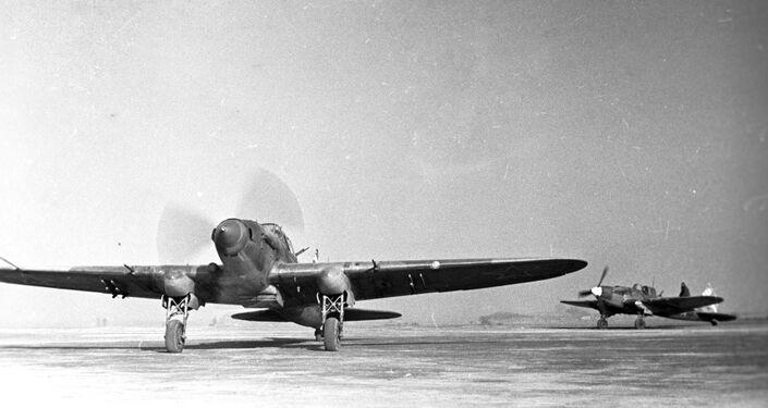 Aviões de assalto soviéticos se preparam para atuar, durante a batalha de Stalingrado, em 1943