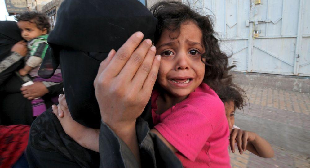Moradores fogem de ataques aéreos no Iêmen