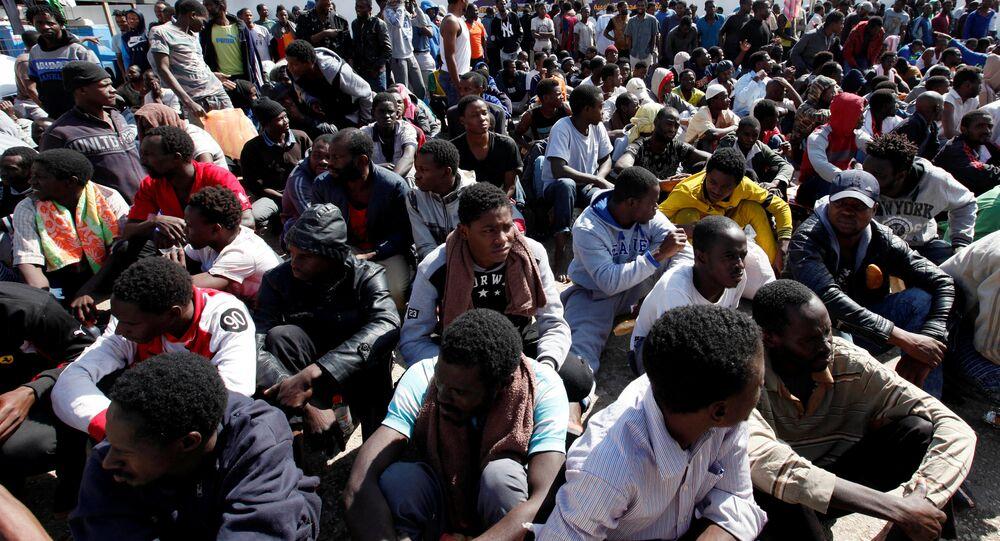 Migrantes resgatados na Líbia