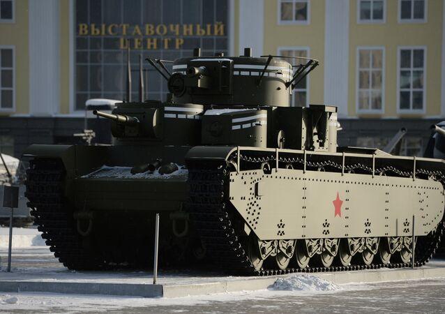 Tanque T-35, recriado através de desenhos soviéticos