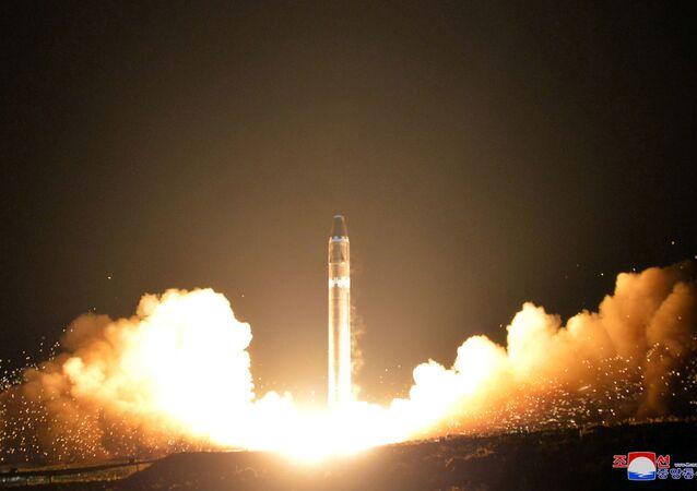 Lançamento do míssil balístico intercontinental norte-coreano Hwasong-15