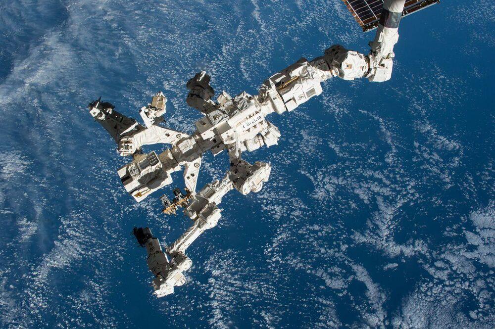 Sistema Móvel de Serviço, Canadarm2, na Estação Espacial Internacional