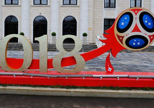 Instalação alusiva à Copa do Mundo na Rússia, perto do Comitê Organizacional em Moscou